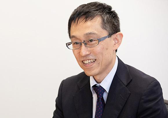 インタビュー記事:株式会社野村総合研究所の川越慶太氏の写真