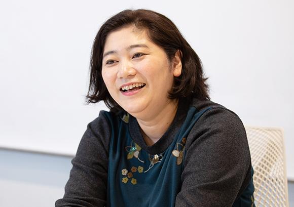 インタビュー記事:株式会社アイスタイルの勝並明子氏の写真